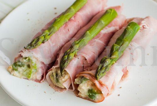 Rotolini di prosciutto e asparagi