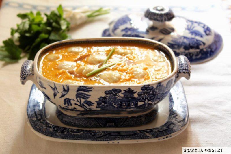 Crema di zucca  con gocce di parmigiano -ricetta gustosa-