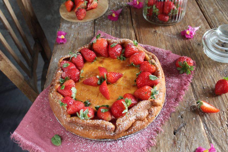 Torta cremosa ricotta e fragole, ricetta senza glutine…