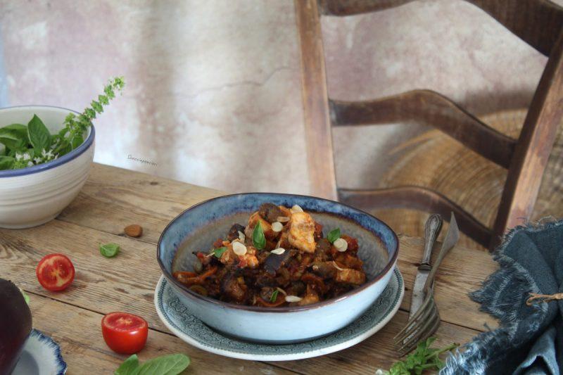 Caponata siciliana di pesce spada, melanzane e mandorle tostate…