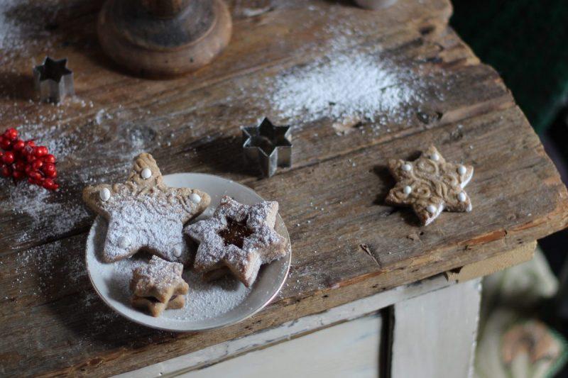 Biscotti natalizi di pan di zenzero o gingerbread cookies