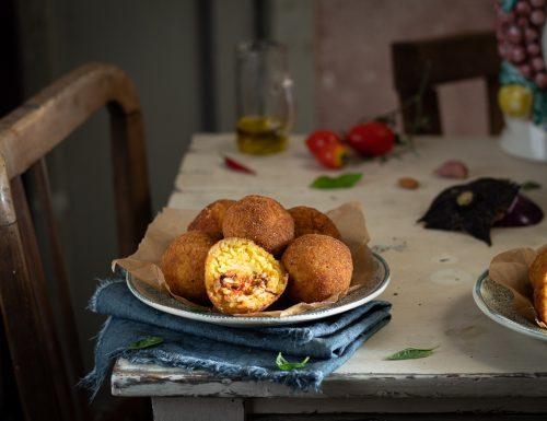 Arancine siciliane al ragù di pesce spada e melanzana