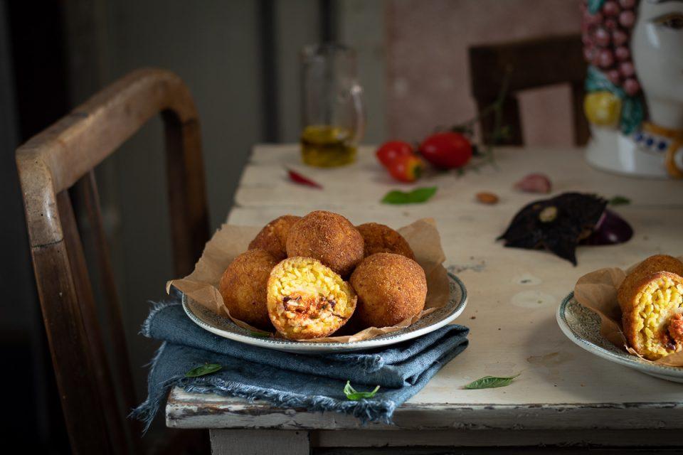 arancine siciliane al ragù di pesce spada
