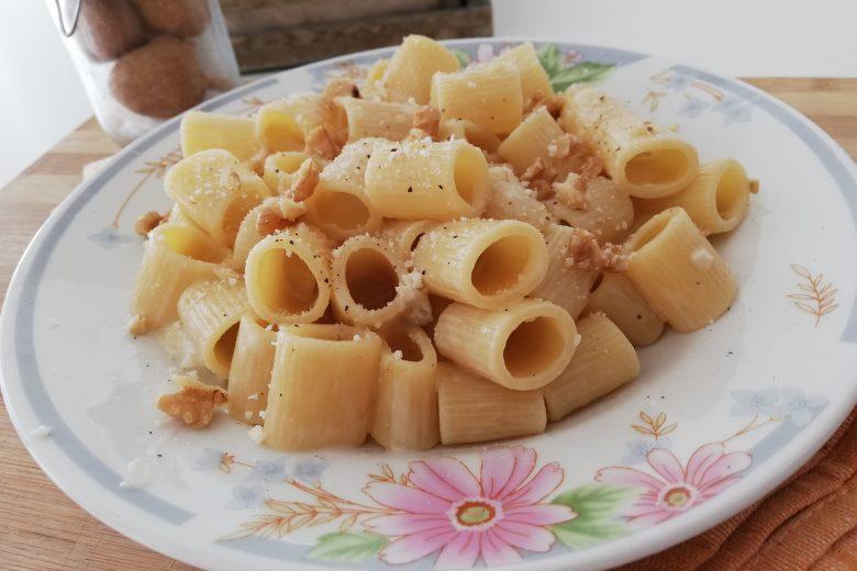 Mezze Maniche con gorgonzola e noci