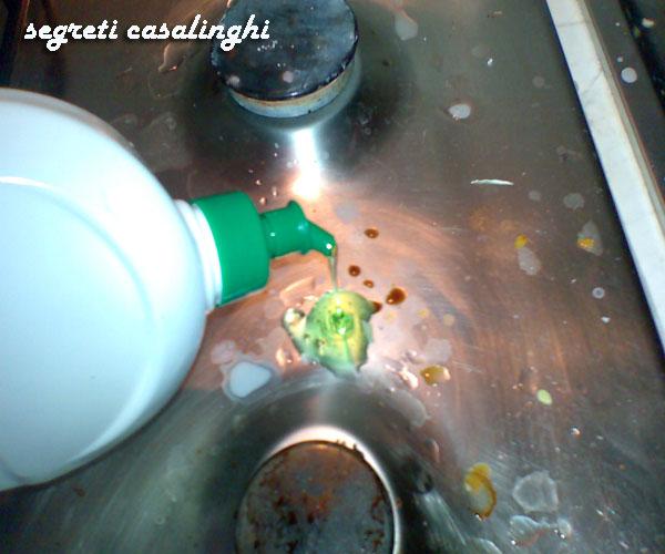 pulire acciaio macchiato senza lasciare aloni