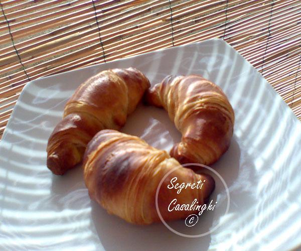 cornetti dolci crema pasticcera
