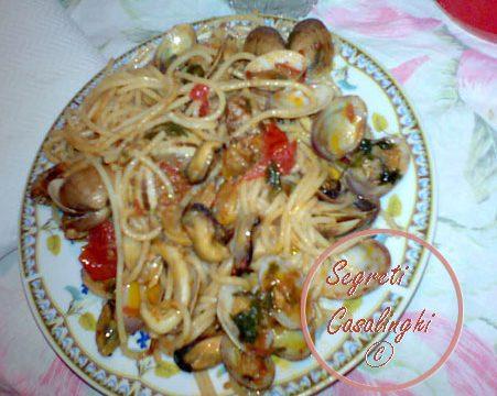 spaghetti frutti mare molluschi crostacei