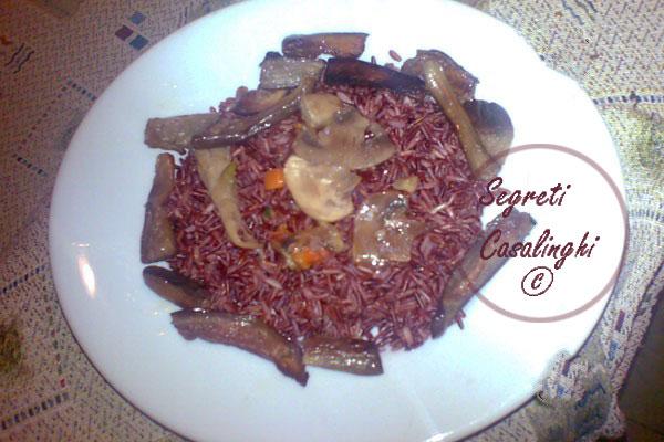 riso thai rosso melanzane funghi