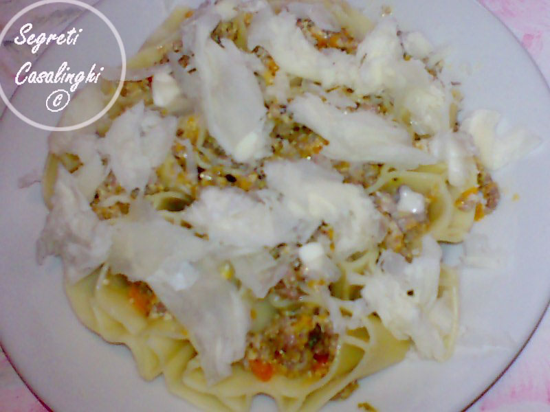 cuori pasta salsa latte carne tritata