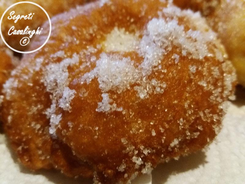 bomboloni fritti farciti crema pasticcera
