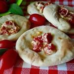 Focacce semplici con pomodorini e Phila