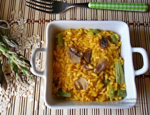 Risotto agli asparagi , funghi e zafferano