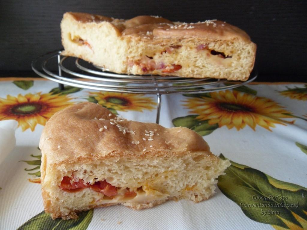 Pan brioche salato ai pomodorini , scamorza e pancetta.