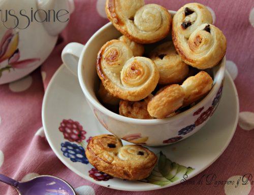 Ventagli di pasta sfoglia (prussiane) con gocce di cioccolato