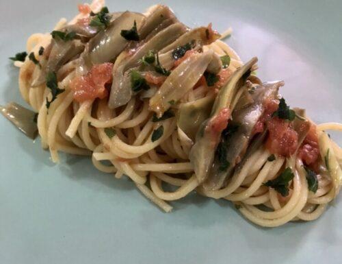 Pasta carciofi e pomodori