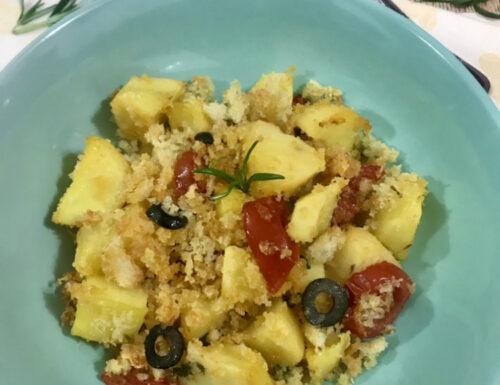 Patate profumate con pomodorini e olive