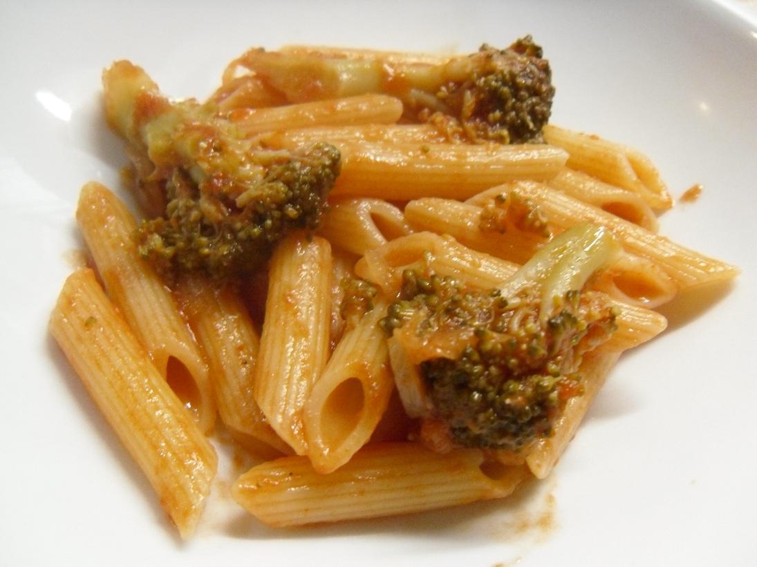 La pasta e broccoli è un primo molto saporito ricco di vitamine , vi ...