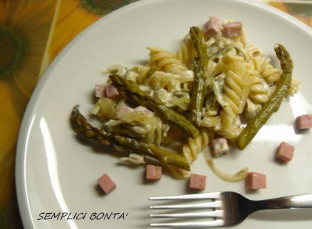 Fusilli con asparagi prosciutto e panna – ricetta facile