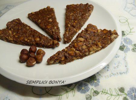 Triangoli al cioccolato , nocciole e biscotti secchi – ricetta senza forno