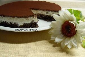 CHEESECAKE CON BASE CROCCANTE AL CIOCCOLATO – ricetta golosa