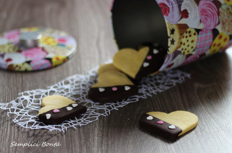 biscotti a forma di cuore al cioccolato