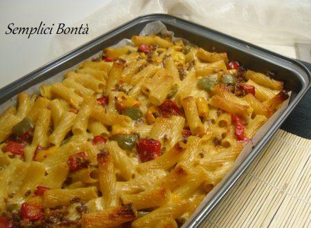 Pasta al forno con ragù bianco e peperoni