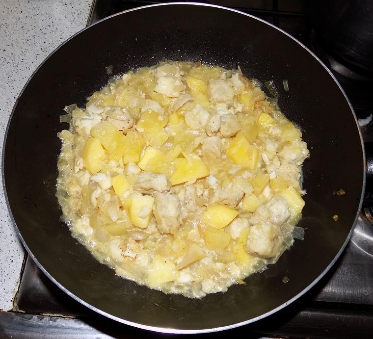 Merluzzo con cipolle e patate in agrodolce