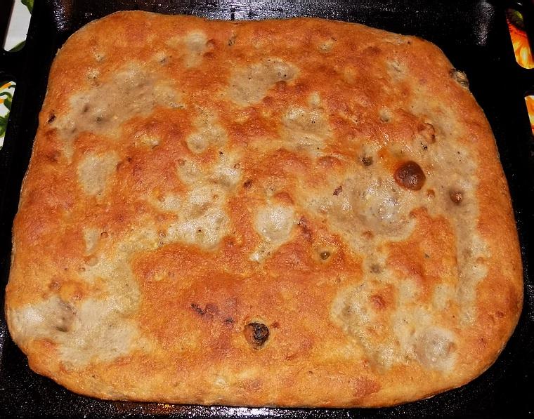 Pane e focaccia con uvetta e noci