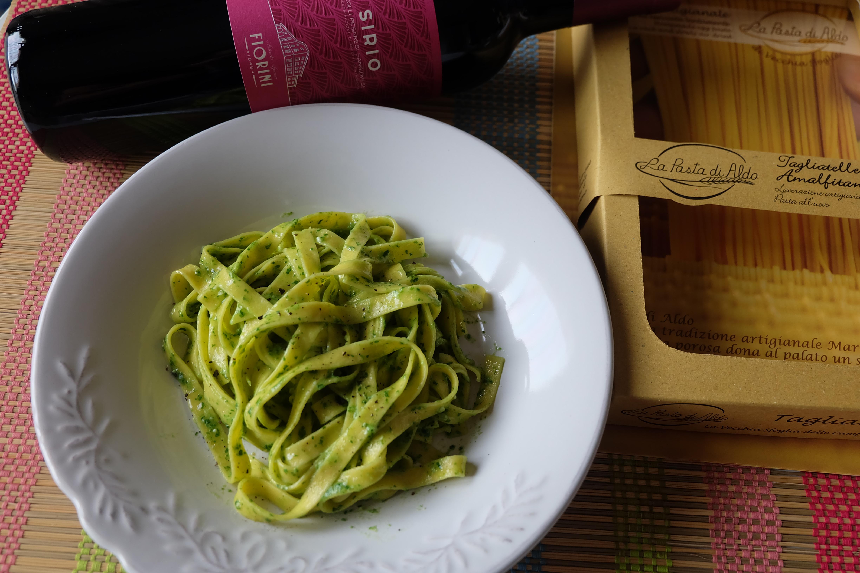 Tagliatelle con Pesto di Noci Rucola Robiola e Parmigiano