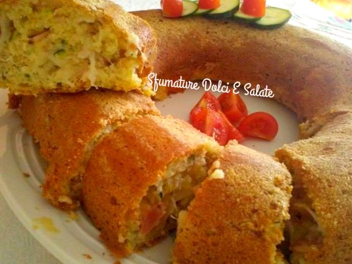 Ciambella salata alle zucchine ricetta semplice - Cena tra amici cosa cucinare ...