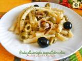 Pasta alle acciughe e pangrattato con olive