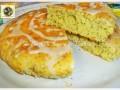 Torta al limone glassata con semi di papavero