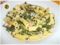 Pasta fredda con spinaci prosciutto cotto e scamorza