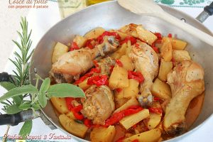 Cosce di pollo con peperoni e patate