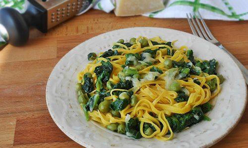Tagliolini agli spinaci piselli e gorgonzola