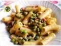 Tortiglioni al sugo di pancetta cipolla e piselli