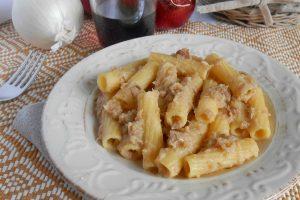 Pasta in salsa di tonno e cipolle