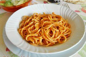 Spaghetti con peperoni e noci