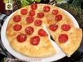 Focaccia con pomodorini e grana