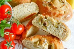 Panini pan brioche integrale con olive verdi