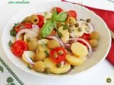 Insalata di patate con verdure
