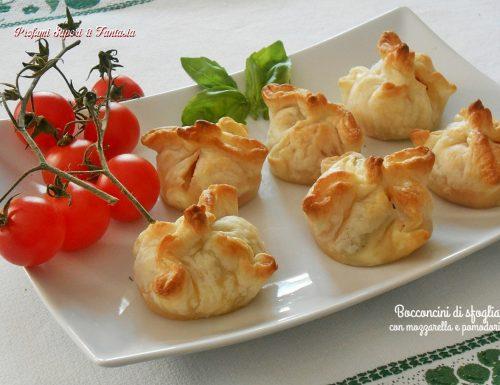 Bocconcini di sfoglia con mozzarella e pomodorini
