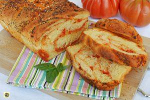 Pan brioche salato con pomodoro