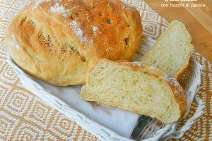 Pane bianco con fiocchi di patate