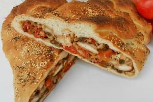 Pane ripieno con verdure e formaggi
