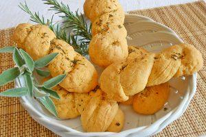 Pane al mais con semola profumato alle erbe