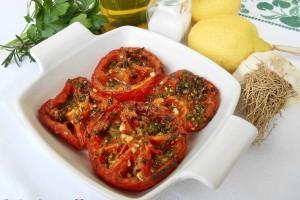 Pomodori cotti al forno con erbe aromatiche