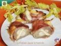 Involtini di insalata belga con speck e scamorza