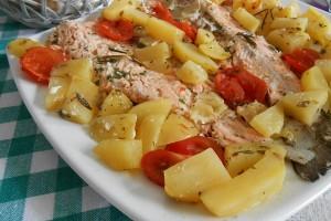 Trote salmonate al forno con patate