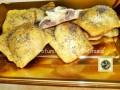 Ravioli di pizza ripieni con prosciutto e brie